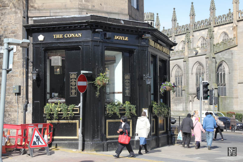 Restaurant at the corner, Edinburgh, Scotland
